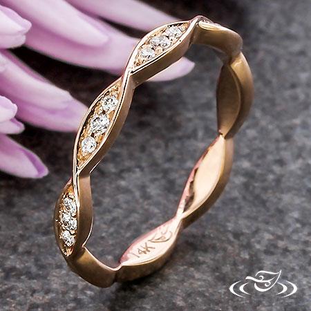 ROSE GOLD TWIST DIAMOND BAND