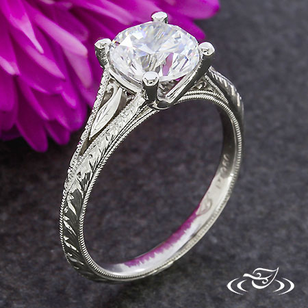 PLATINUM ANQITUE STYLE FILIGREE RING