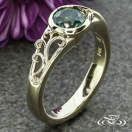WRAP STYLE ENGAGEMENT RING WITH FILIGREE SHOULDERS