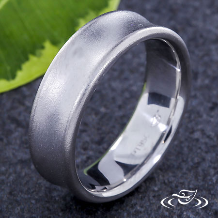 CONCAVE WEDDING BAND