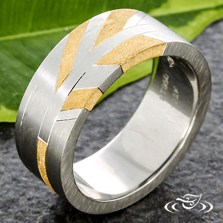 GRAPHIC TWO TONE WEDDING BAND