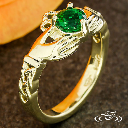 GREEN GOLD & EMERALD CLADDAGH RING