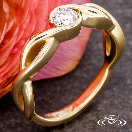 GOLDEN TWIST ENGAGEMENT RING