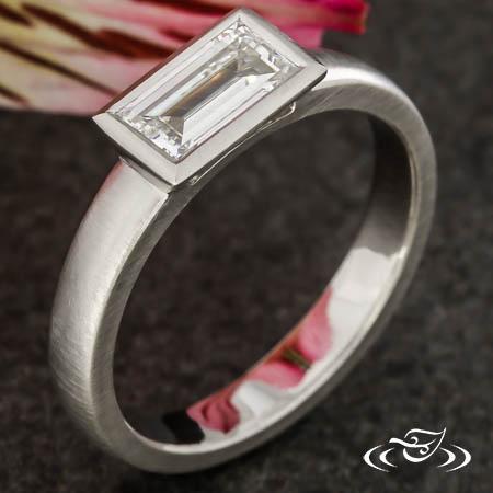 BEZEL DIAMOND CONTEMPORARY RING