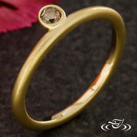 STACKABLE ASSYMETRICAL DIAMOND RING