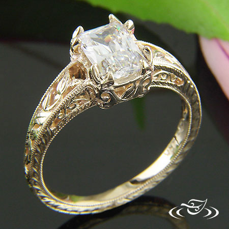 14KT YELLOW FLORAL STYLE RING