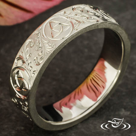 TRINITY KNOT ENGRAVED BAND